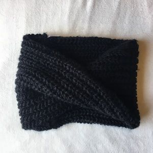 Black UNIQLO Infinity Scarf